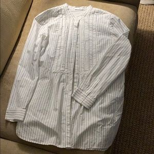 Gap White and Navy Striped button down